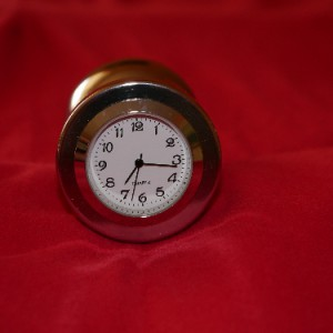 """Plug """"Traube"""" mit Uhr, arabische Ziffern"""